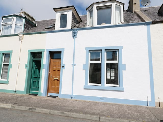 THE BEACON, pet friendly, with a garden in St Monans, Ref 969092