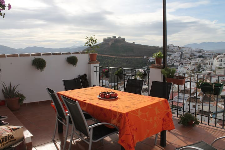 Fantastic Townhouse with Spectacular Views, Alora - Álora - Rumah