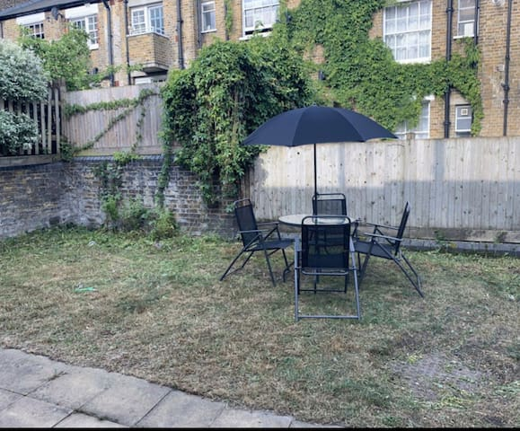 London retreat  Spacious room  Clean throughout