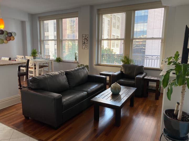 Beautiful NYC Style Condo in Heart of Downtown