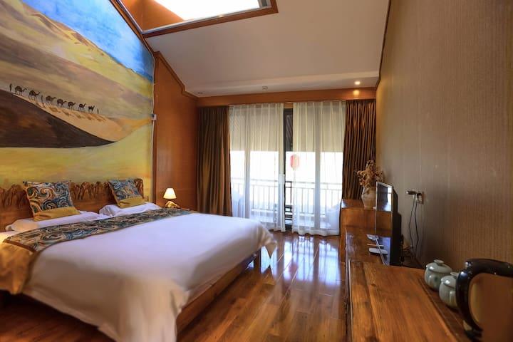 泸沽湖精致风光露台大床房—撒哈拉的故事