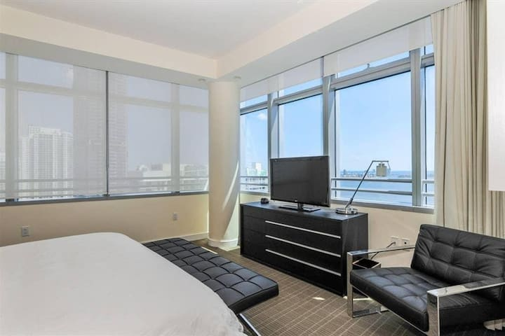 ★ CONRAD HIGHFLOOR CONDO-RESIDENCES IN BRICKELL BY ROSVAL 2Bed @Free Parking