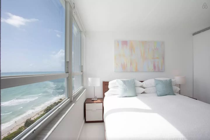 New 17th Floor Beachfront 180º Oceanview Apartment