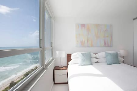New 17th Floor Beachfront 180º Oceanview Apartment - Miami Beach - Apartment