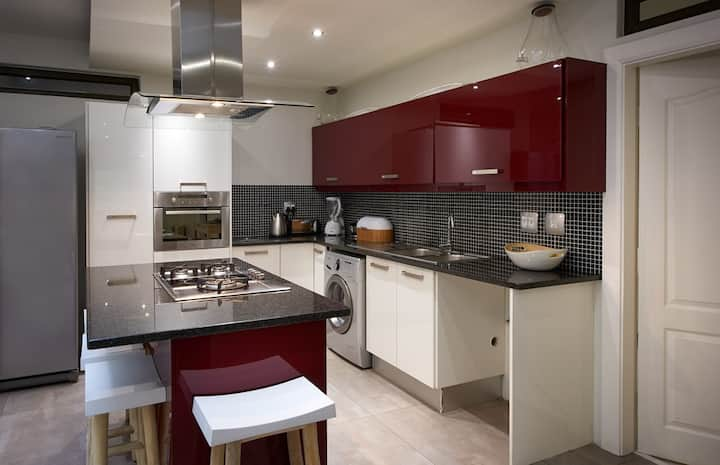 2 bedroom luxury serviced apartment in Sandton
