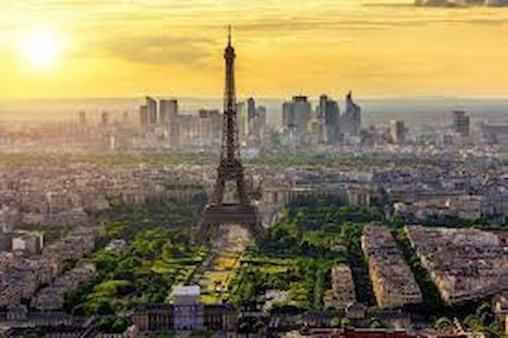 Eiffel Tower Orsay champs élysées Louvres Marais