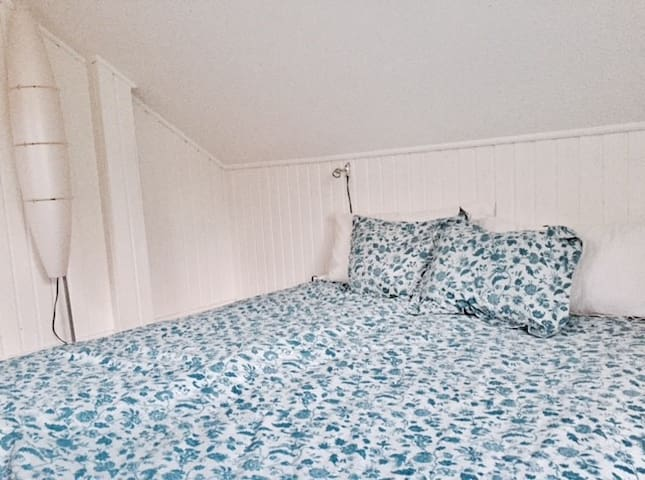 Bedroom with a double bed and extra madress on the floor. Peaceful and very quite.