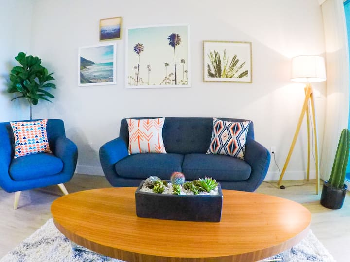 Hipster Pad On The Water - Marina & Mountain View