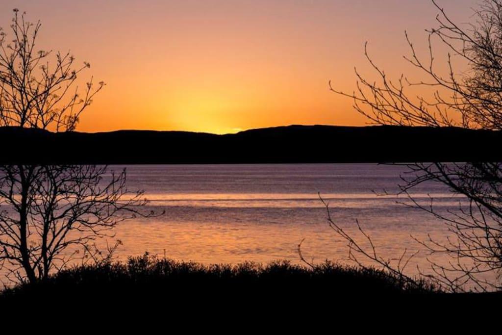 Er du heldig så får du oppleve de flotteste solnedganger....