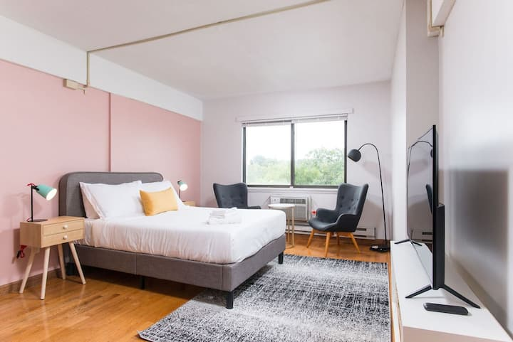 Bright and Cozy Boston Studio near Subway411