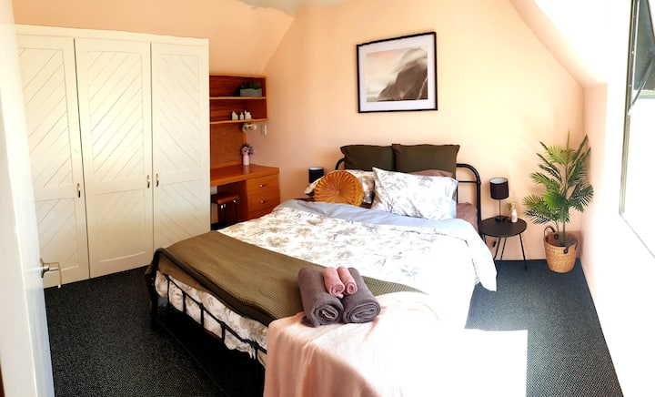 Discounted Lush room with breakfast & close to CBD