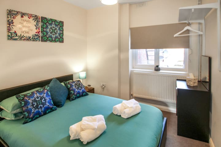 Self-contained 1 Bed Flat Town Center High Wycombe