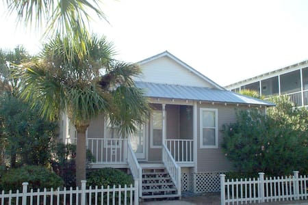Blue Crab Cottage ... steps to the beach - Port Saint Joe