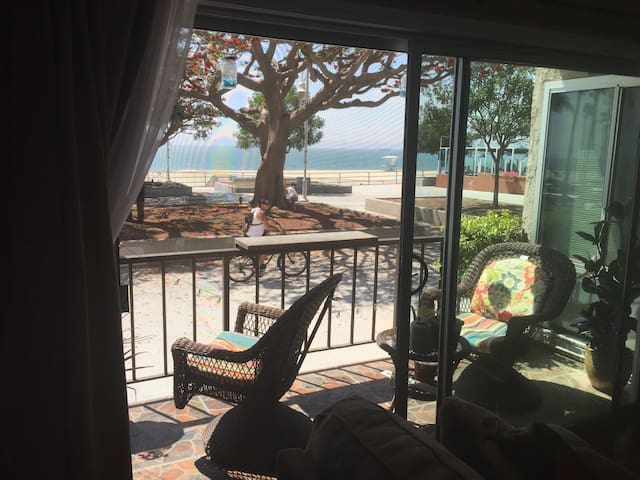 Cozy 1bd OCEANfront condo w/parking