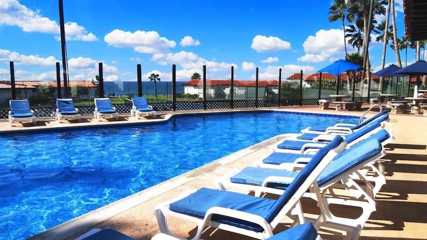 Villa Refugio- Beachfront Resort-Walk to Downtown!