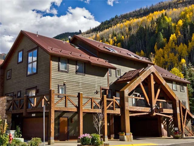 DOUBLE DIAMOND 3 - Condo with Loft, Telluride near Chair 7 and Shuttle Route