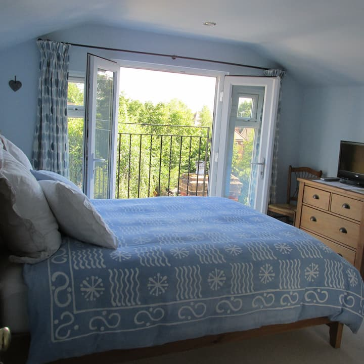 Fully furnished double room with ensuite