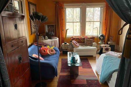 Art House - Globe Room