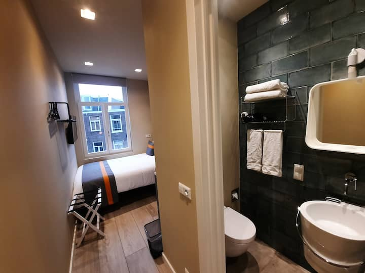 RoomWest Cosy with ensuite bathroom