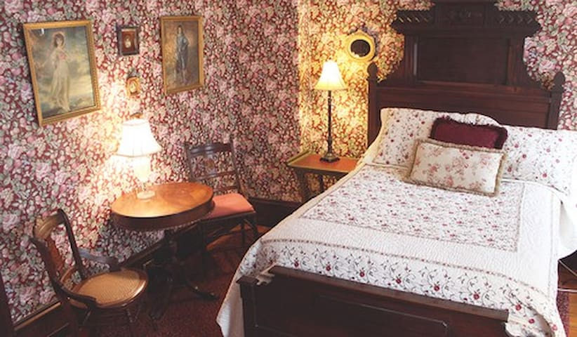 Elizabeth's Room at Faunbrook B&B - West Chester - Bed & Breakfast