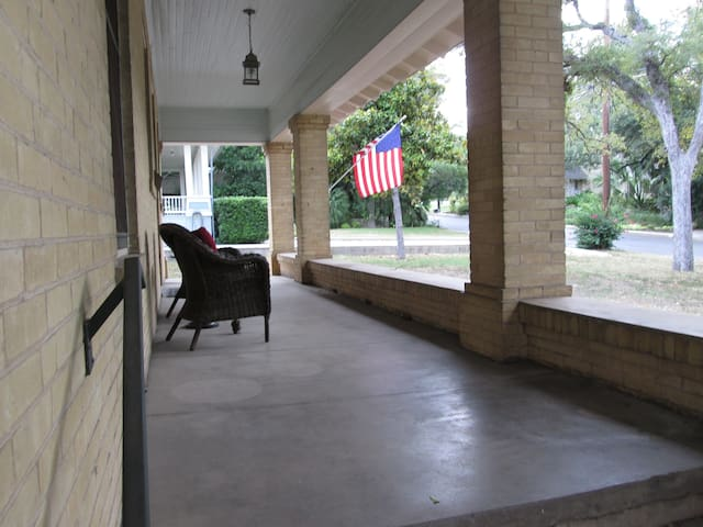 Alamo Heights Craftsman Haus 5 miles from downtown - Alamo Heights - Дом
