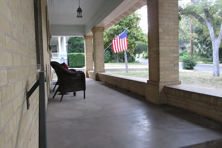 Alamo Heights Craftsman Haus 5 miles from downtown - Alamo Heights