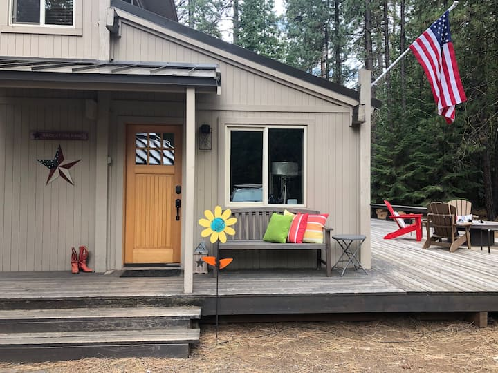 Newly remodeled  cabin with bikes & Tesla charger