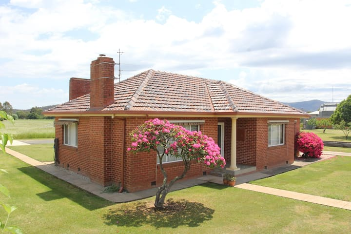 Valli - 3 Bedroom House in Myrtleford.