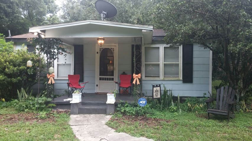 dwntown orlando historic tiny house houses for rent in orlando florida united states. Black Bedroom Furniture Sets. Home Design Ideas