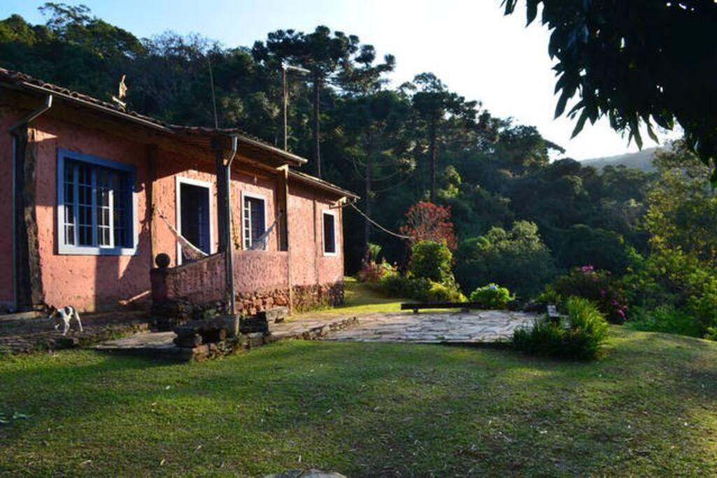 A casa e o pátio da frente