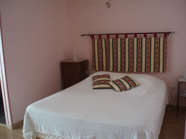 Chambre Rose - Le petit Dennevy - Dennevy - Guesthouse