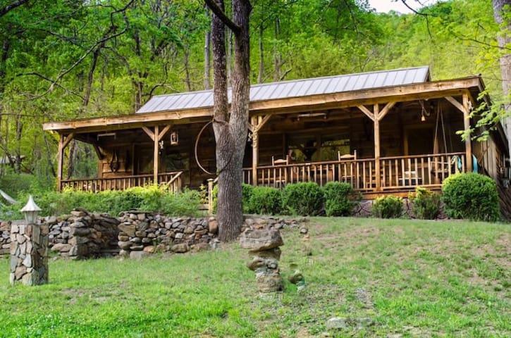 Uncle Earl's Cabin - Franklin