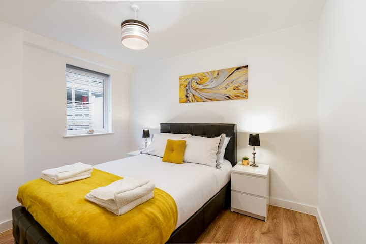 Modern Apartment, Enfield Greater London