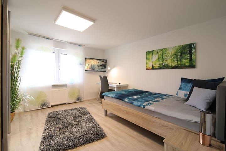 Haus Bandol, (Wehr), Gemütliches Zimmer mit TV und Gemeinschaftsbad