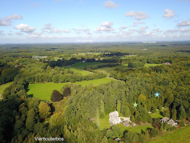 The Estate from the sky, looking north. The blue star indicates cottage 'Wildhoef'