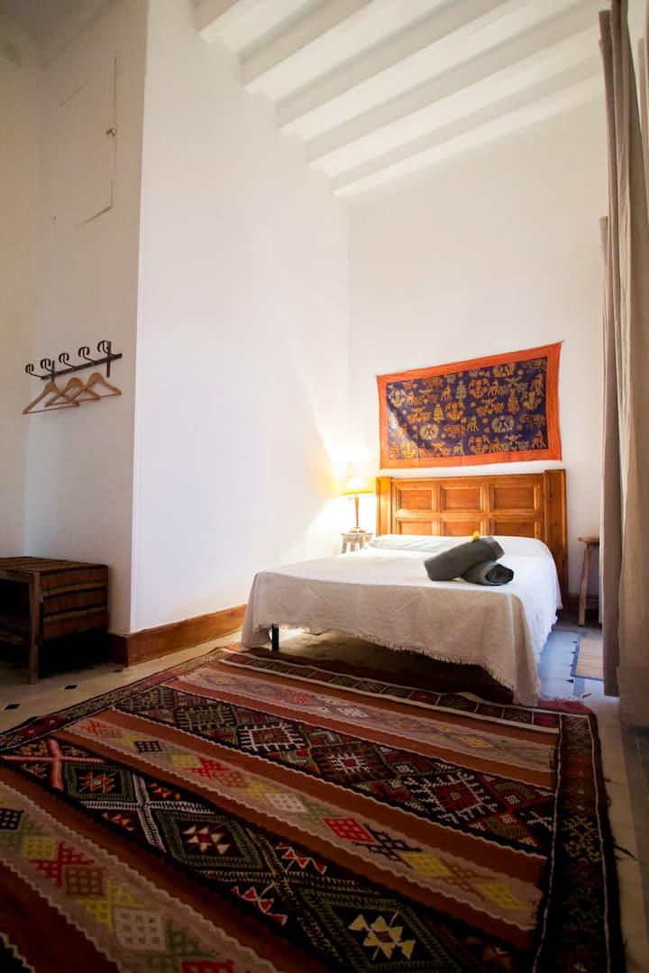 Habitación casa antigua-baño privado en suites