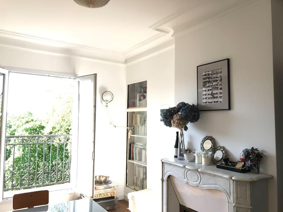 Le salon avec balcon sur le square Maurice Gardette