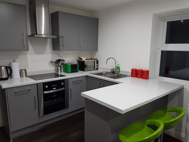 8) 8-min to Centre. Clean, Sharp and Modern Rooms! - Liverpool - Casa