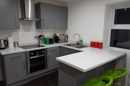 8) 8-min to Centre. Clean, Sharp and Modern Rooms! - Liverpool