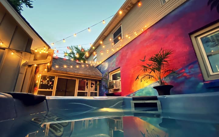 Hot Tub Oasis Hideaway w/ 2 Bed + Large Patio+yard