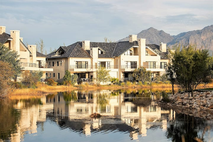 Tasteful Town House on Pearl Valley Golf Estate