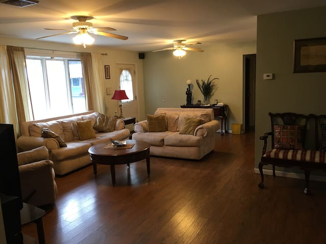 Quite & Comfy Space close to Lake George - Warrensburg - House