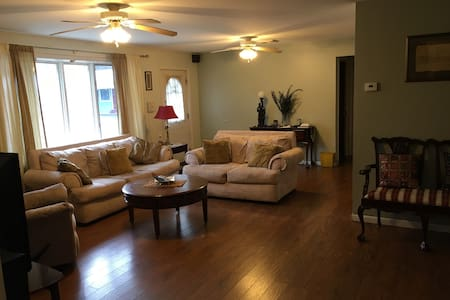 Quite & Comfy Space close to Lake George - Warrensburg - Haus