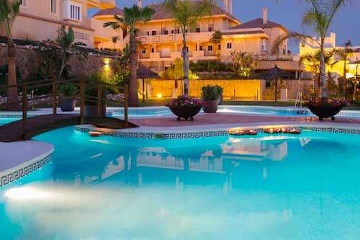 Aloha Hill Club Resort Marbella - Marbella - Flat