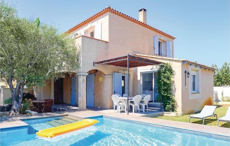 Terraced house with 3 bedrooms on 120m² in Aigues-Mortes