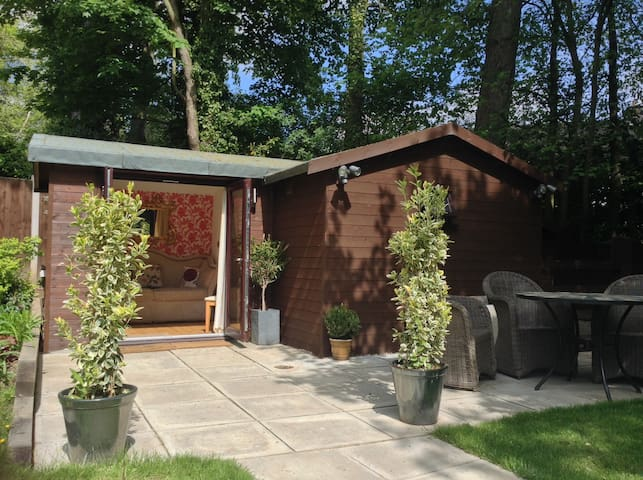 Luxury Chalet: lounge, bathroom with patio - 4*B&B - Oswestry - Bungalo