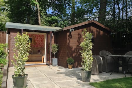 Luxury Chalet: lounge, bathroom with patio - 4*B&B - Oswestry - Xalet