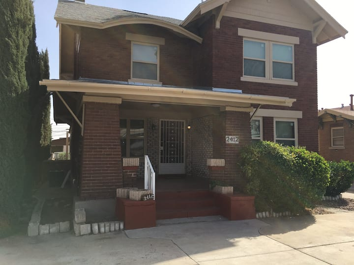 Entire 2 Bedroom antique house centrally located