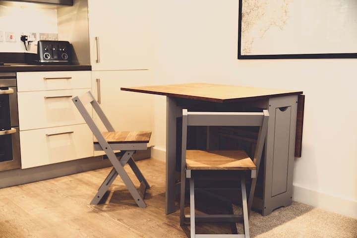 Extendable dining table with four chairs.