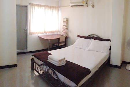 AC/ fan private room near by Khaosan - Wohnung